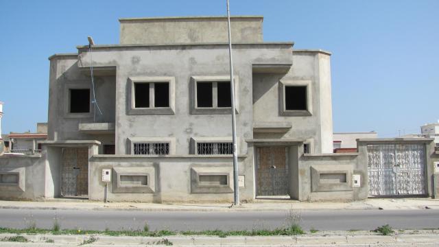Villa inachev e trois 3 niveau for Architecture anglaise