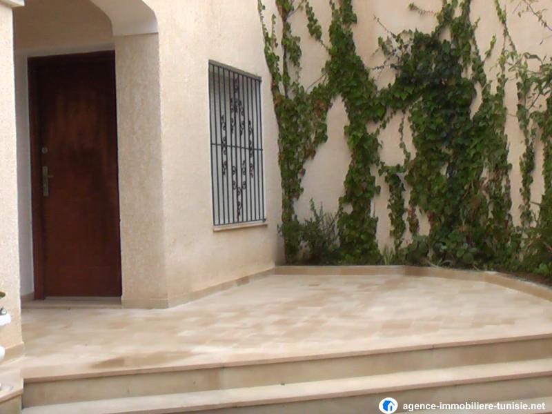 Villa style am ricain avec jardin a la soukra for Architecture tunisienne maison